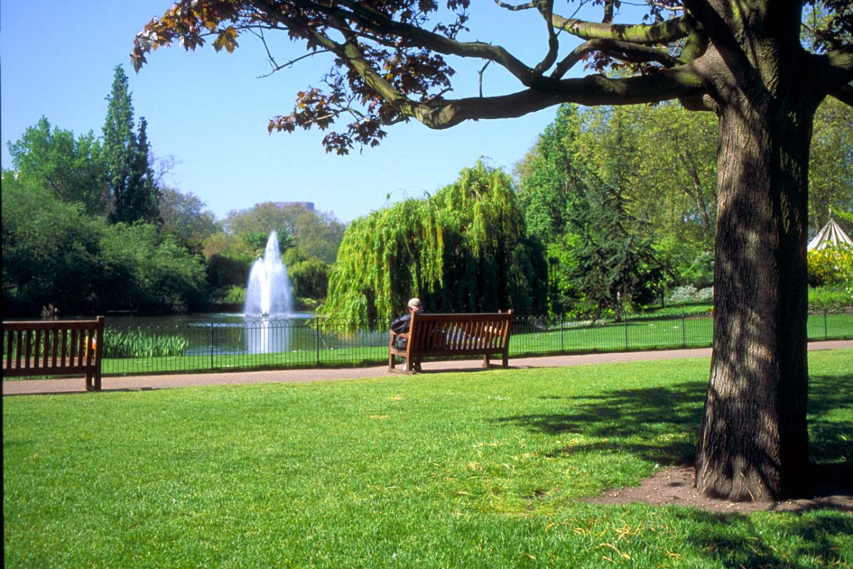 Five Places To Relax In London St_james_park