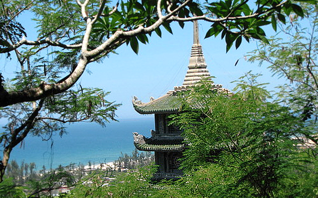 An Ma Vietnam  city images : Vietnam Travel Photos > Bach Ma National Park > An Edge from Temple